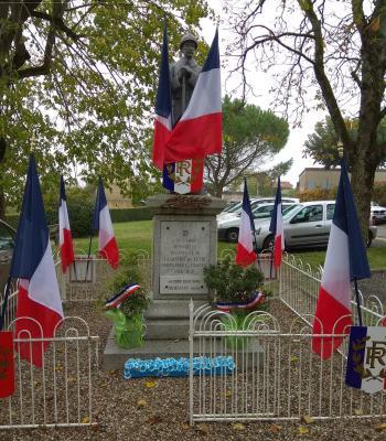 181104 Bleuets au Monument aux Morts Labastide